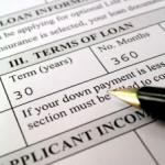 Bei auf den ersten Blick sehr günstig erscheinenden Krediten lauern oft versteckte Kosten. Vor einem Vertragsabschluss sollte man sich daher genaustens informieren.